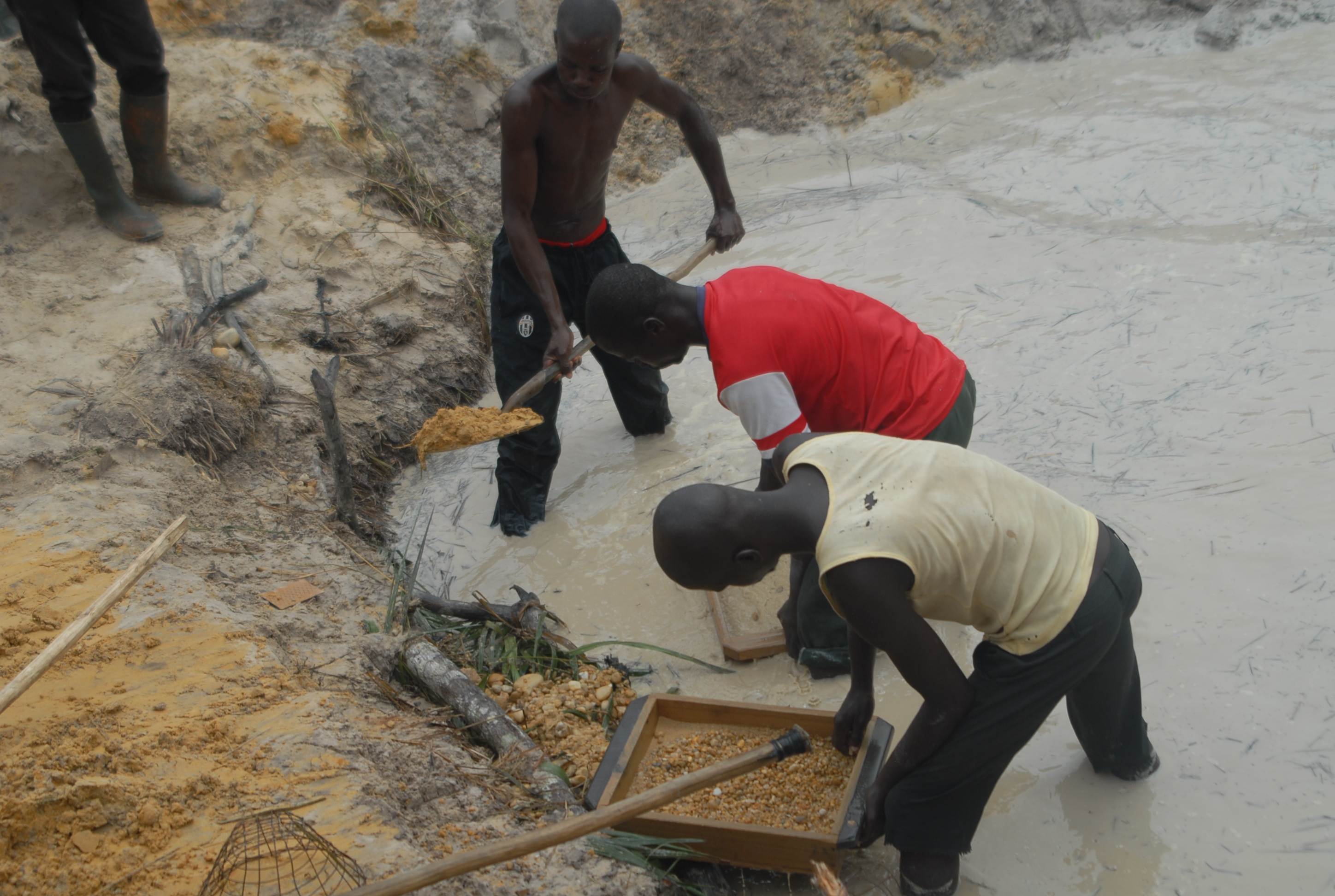 Threat of 'blood diamonds' returns as exports flow from Central African Republic